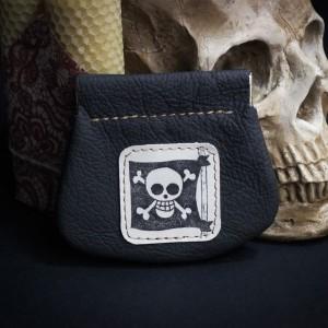 Фото Монетница Череп и кости пиратский флаг