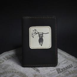 Фото Чёрная обложка на паспорт Кот на ветке