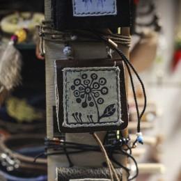 Фото Невиданный цветок кулон книга