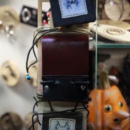 Фото Кулон книжечка коричневая с черной вставкой