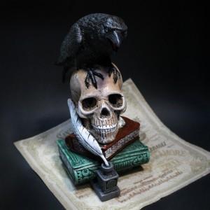 Фото Копилка Ворон на черепе и книгах