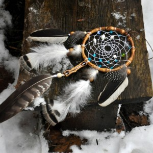 Фото Ловец снов с пером ястреба Жемчуг наяд