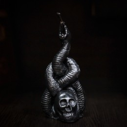 Фото Свеча Чёрная метка Нагайна. Змея на черепе