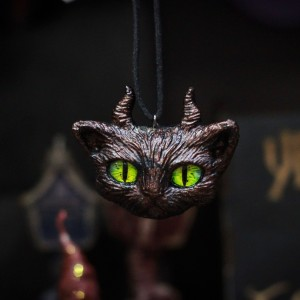 Фото Кулон Рогатый кот с желтыми глазами