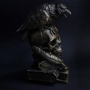 Фото Копилка Череп на книгах с вороном, бронза