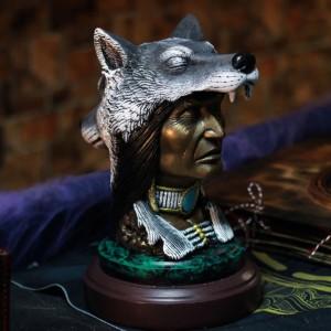 """Фото Скульптура Волк и индеец """"Зов Крови. Шаман"""""""