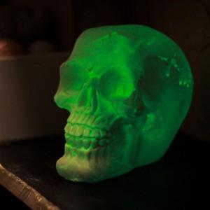 Фото Череп человеческий кашпо-подставка светится в темноте