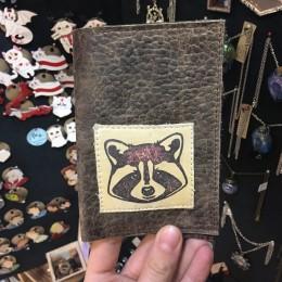 Фото Обложка на паспорт с Енот
