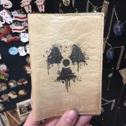Фото Кожаная обложка на паспорт Знак Радиации