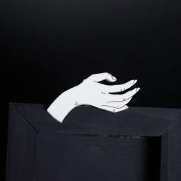Фото Брошка Белая Рука