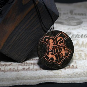 Фото Кулон Хогвардс (упрощенный герб)