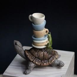Фото Черепаха с лягушонком и чашками фигурка-миниатюра