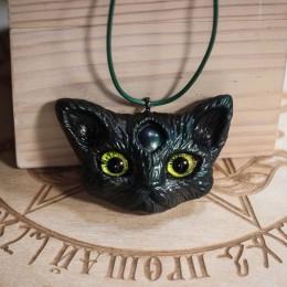 """Фото Кулон чёрно-зелёный котик """"Крампус"""""""