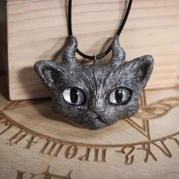 Фото Кулон серый котик с рогами