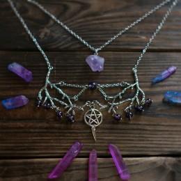 Фото Колье с веточками и фиолетовым кристаллом на второй цепочке