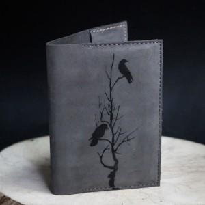 """Фото Обложка на паспорт """"Вороны на дереве"""""""