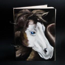 """Фото Фотоальбом с лошадью """"Белый Призрак"""""""