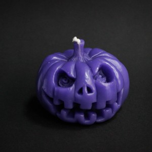 Фото Свеча Тыква Хеллоуин, фиолетовая