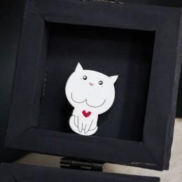 Фото Брошка белый котик с сердечком, разные