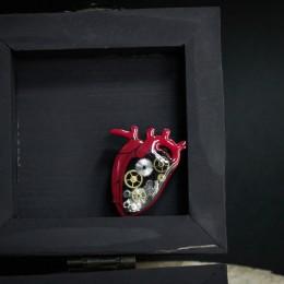 """Фото Брошка с шестерёнками """"Анатомическое сердце"""""""