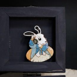 """Фото Брошка с шестерёнками """"Белый кролик Алиса"""""""