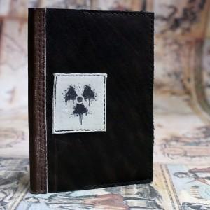 """Фото Кожаная обложка на паспорт """"Радиация"""" №2"""