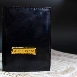 Фото Обложка на паспорт тёмно-синяя Dont Panic