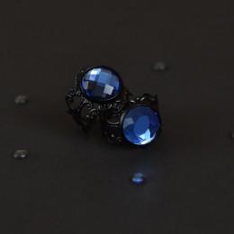Фото Кольцо с синей вставкой