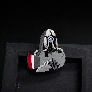 Фото Легион (Mass Effect2) деревянная брошка